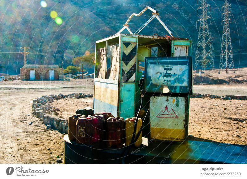 Danke, alte Tanke alt Wege & Pfade dreckig Energie Energiewirtschaft Technik & Technologie Verfall schäbig Erdöl Afrika Benzin Umweltverschmutzung Ägypten Blendenfleck Tankstelle Rohstoffe & Kraftstoffe