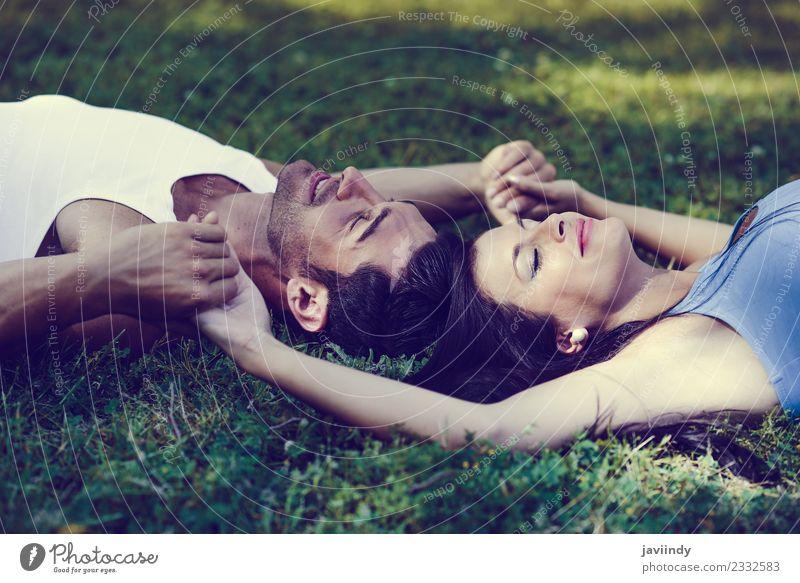 Frau Mensch Natur Jugendliche Mann Junge Frau Junger Mann Erholung Freude 18-30 Jahre Erwachsene Lifestyle Liebe Gefühle Familie & Verwandtschaft Gras