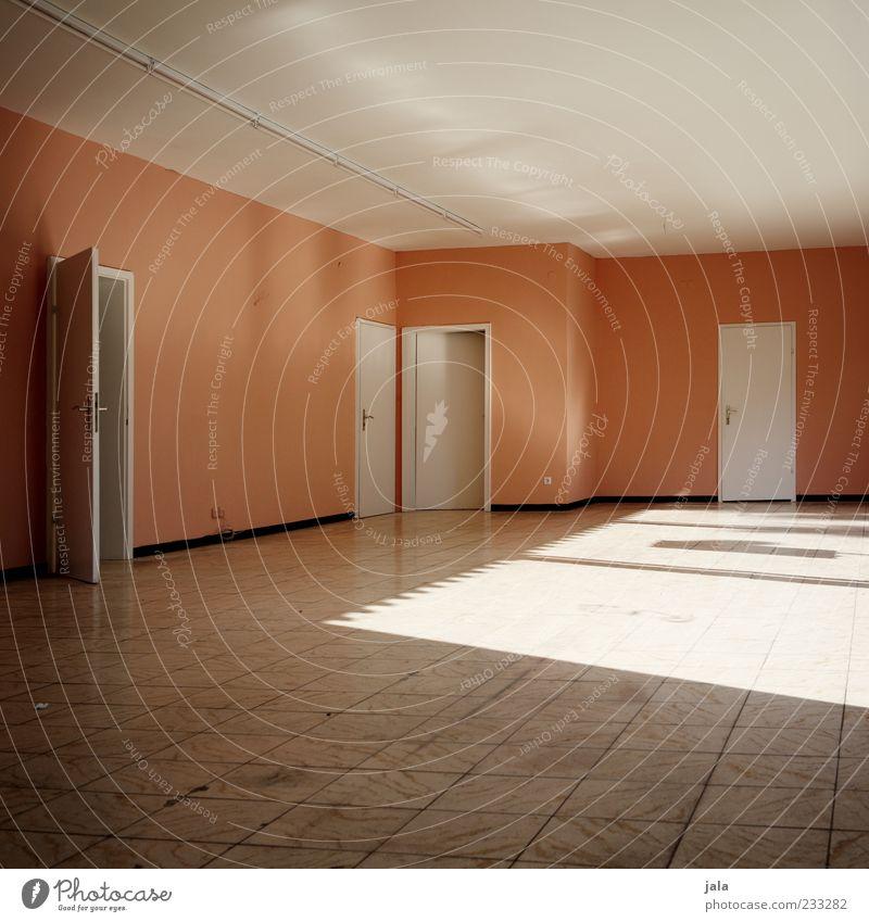 lightroom Tür Decke Bodenbelag Fliesen u. Kacheln trist rosa weiß leer Farbfoto Innenaufnahme Menschenleer Tag Licht Lichterscheinung Wand Raum