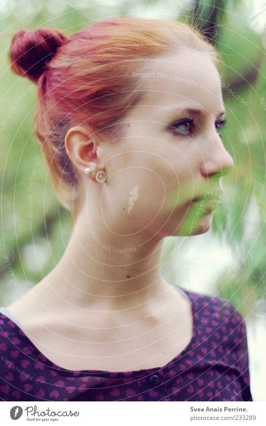 dutt. feminin Junge Frau Jugendliche Gesicht 1 Mensch 18-30 Jahre Erwachsene Sonnenlicht Schönes Wetter Haare & Frisuren Zopf Dutt schön rothaarig natürlich
