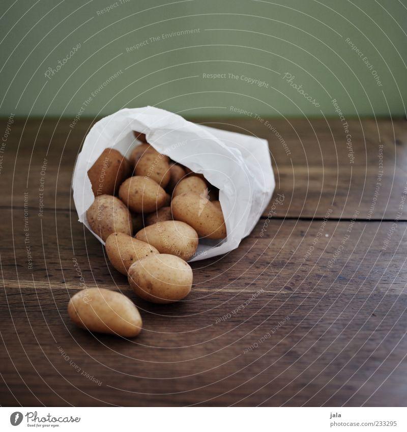 kartoffeln weiß Ernährung Lebensmittel braun liegen mehrere gut Gemüse Bioprodukte Tüte Vegetarische Ernährung Kartoffeln Holztisch