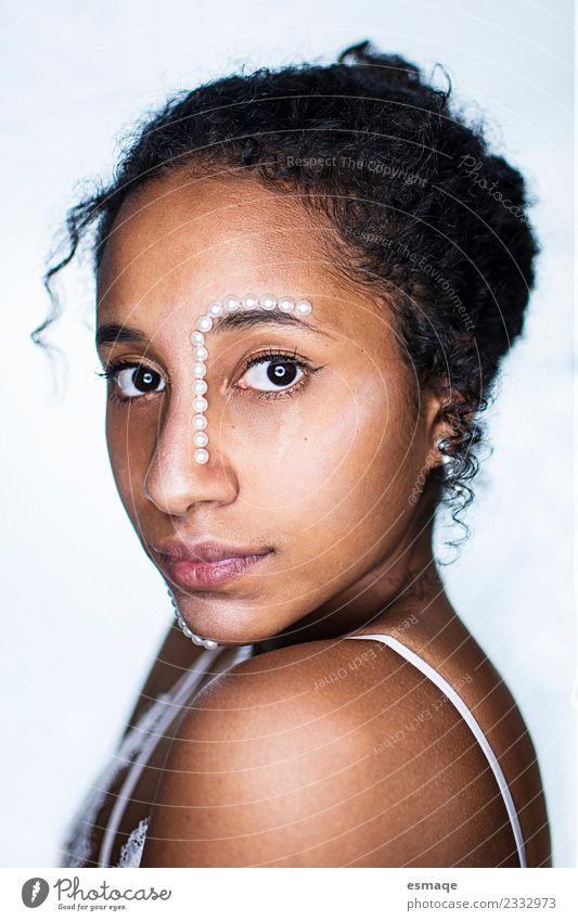 Porträt einer Mulattin mit Perlen Lifestyle Stil Design exotisch schön Haare & Frisuren Haut Gesicht Kosmetik Gesundheit Gesundheitswesen Wellness Mensch