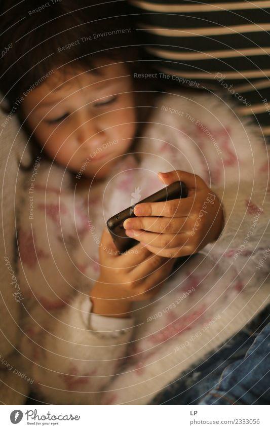 Bildschirmzeit Kindererziehung Bildung Schule lernen Medienbranche Werbebranche Telefon Handy Tastatur Fotokamera Technik & Technologie Fortschritt Zukunft