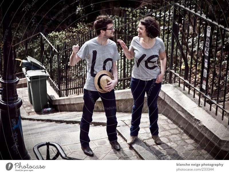 Mensch Frau Mann Jugendliche Freude Erwachsene Liebe sprechen lachen Glück Zusammensein maskulin Fröhlichkeit 18-30 Jahre Romantik T-Shirt