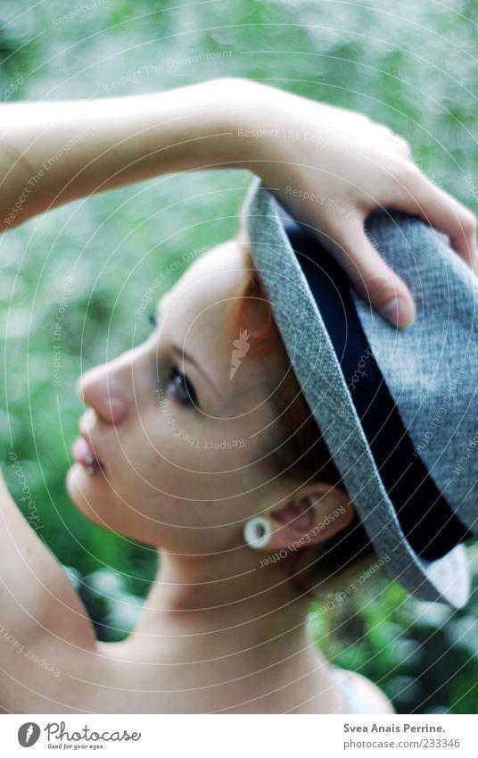 die richtige einstellung. Mensch Jugendliche Hand Gesicht Erwachsene feminin Stil elegant modern 18-30 Jahre Junge Frau Schönes Wetter Hut Ohrringe Accessoire