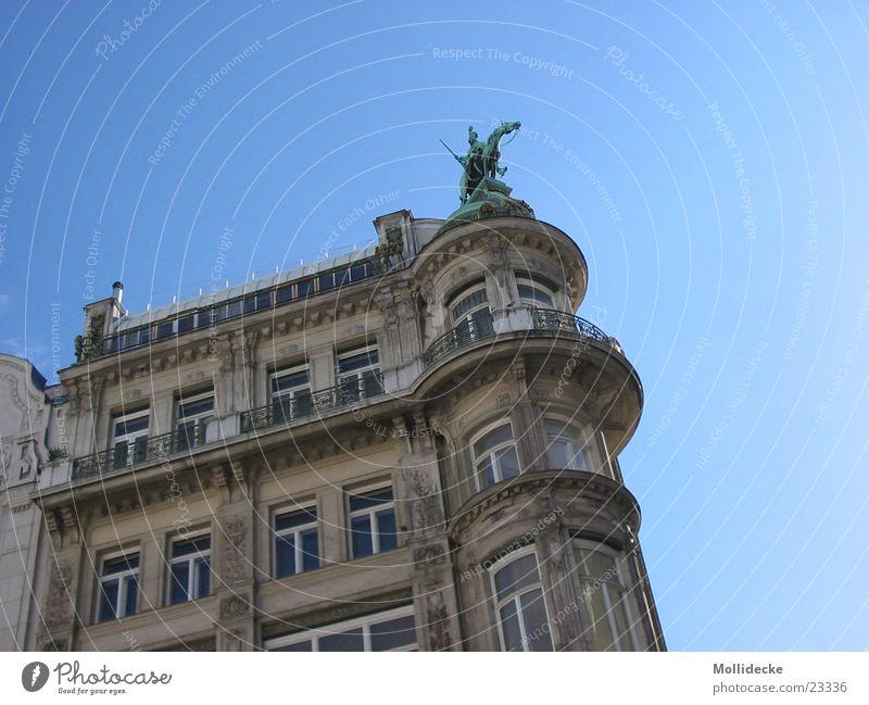 Vienna Himmel blau Haus Fenster Architektur klein hoch rund unten Balkon Wien Österreich