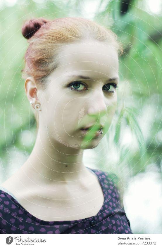 blass. Lifestyle elegant Stil feminin Junge Frau Jugendliche Gesicht 1 Mensch 18-30 Jahre Erwachsene Haare & Frisuren rothaarig schön Farbfoto Außenaufnahme