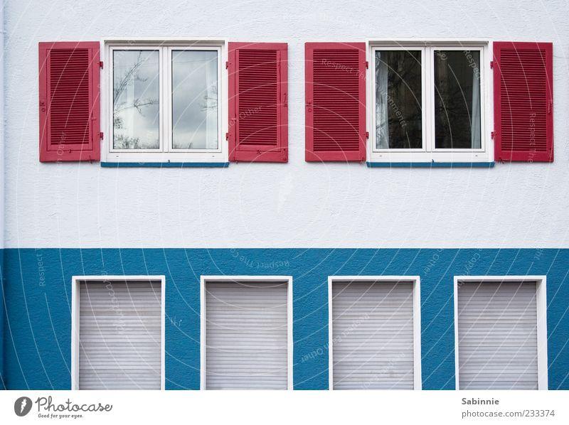 Architektur auf schwäbisch Haus Bauwerk Gebäude Mehrfamilienhaus Mauer Wand Fassade Fenster Fensterladen Rollo Rollladen außergewöhnlich blau rot weiß
