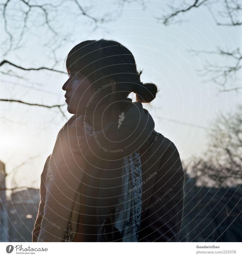 alles gesagt. Mensch Frau Natur Jugendliche schön Einsamkeit Erwachsene Umwelt feminin Gefühle Denken Stimmung warten Junge Frau hören Fernweh