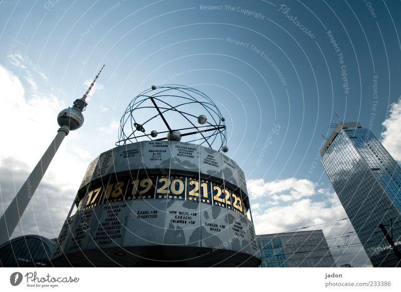 raum-zeit-beziehung blau Berlin Zeit Uhr Tourismus Hochhaus Turm Wahrzeichen Hauptstadt Sehenswürdigkeit Berliner Fernsehturm Alexanderplatz Maschine