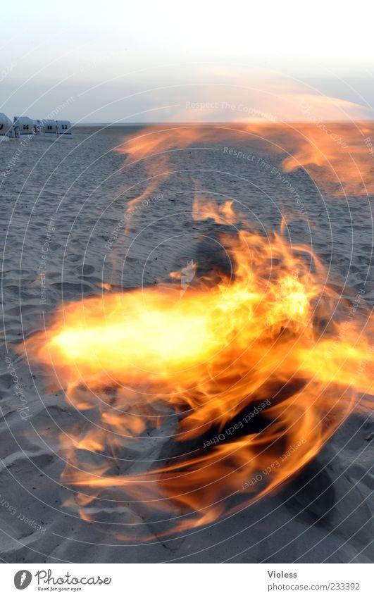 Spiekeroog | ... der mit dem Feuer spielt!!! Strand Ferne Feuer Kitsch heiß Nordsee Flamme Sandstrand Trick Fackel feurig