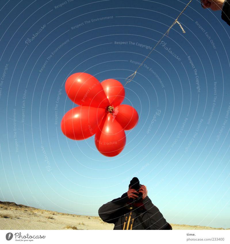 Spiekeroog | 5-Sterne-Menü Strand Fotokamera Hand Mensch Sand Himmel Horizont Luftballon beobachten festhalten Blick Bewegung entdecken Freizeit & Hobby Freude