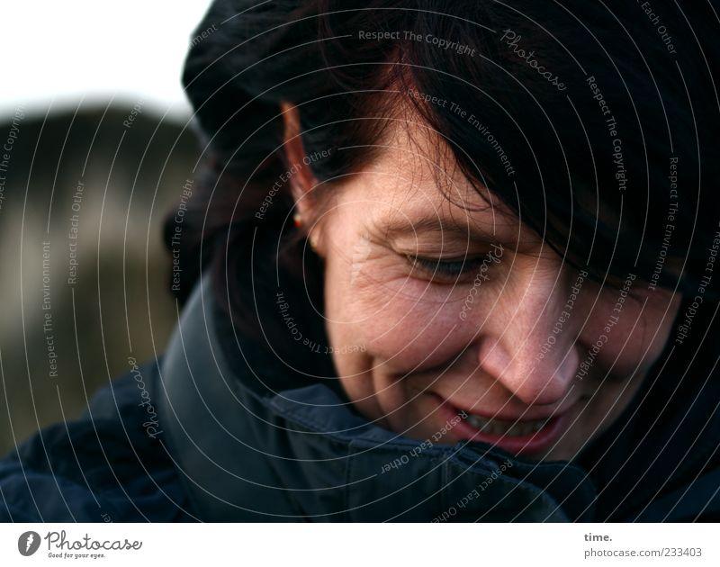 Spiekeroog | Frei sein Glück Haare & Frisuren feminin Frau Erwachsene Kopf 1 Mensch 30-45 Jahre Schal Lächeln Freundlichkeit Fröhlichkeit Zufriedenheit