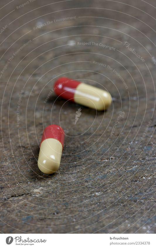 Arzneispezialität Gesundheit Gesundheitswesen 2 liegen paarweise Medikament Alternativmedizin Sucht Tablette Kapsel Drogensucht einnehmen