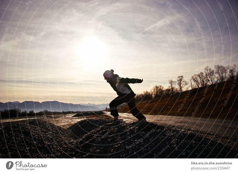 energized trixi Mensch Frau Natur Jugendliche Freude Erwachsene Ferne Umwelt Leben Landschaft Berge u. Gebirge Bewegung Wege & Pfade springen Eis Frost