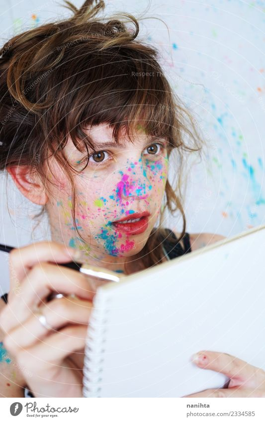 Junge Frau in einer Kunstklasse Lifestyle Stil exotisch Freizeit & Hobby Erwachsenenbildung Schüler Mensch feminin Jugendliche 1 18-30 Jahre Künstler Maler
