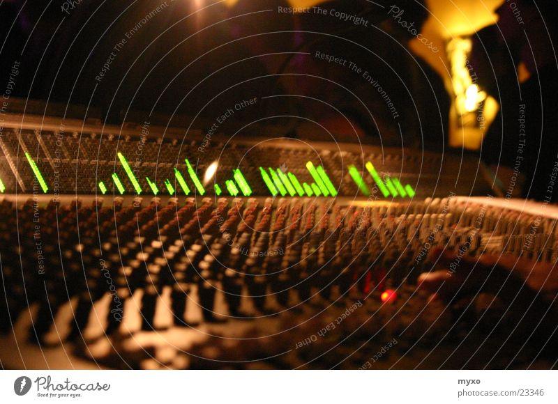 Mischpult leuchtet Musikmischpult Regler Elektrisches Gerät Technik & Technologie Equalizer Ton Tonspuren