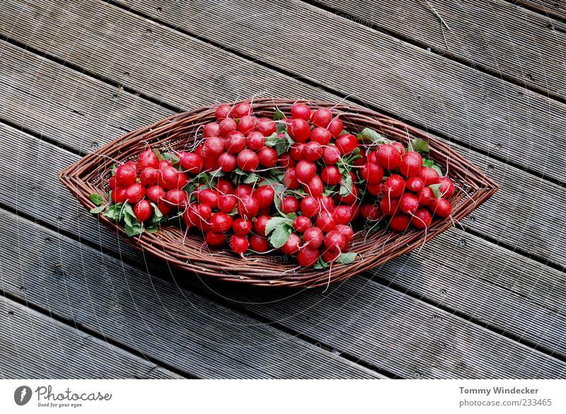 Radieschen Lebensmittel Gemüse Ernährung Bioprodukte Diät Gesundheit natürlich Biologische Landwirtschaft Ackerbau Rohkost Korb Holz Scharfer Geschmack Würzig