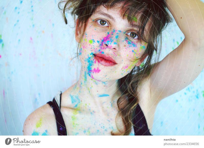 Junge schöne Frau mit Farbe im Gesicht. Stil Design Haut Schminke Mensch feminin Junge Frau Jugendliche 1 18-30 Jahre Erwachsene Kunst Künstler Maler Gemälde