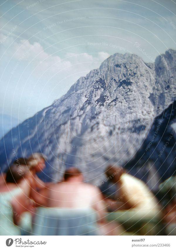 The lodgers Berge u. Gebirge Panorama (Aussicht) Mensch Pause Ferien & Urlaub & Reisen Picknick Unschärfe Positive liquid Felswand Starke Tiefenschärfe