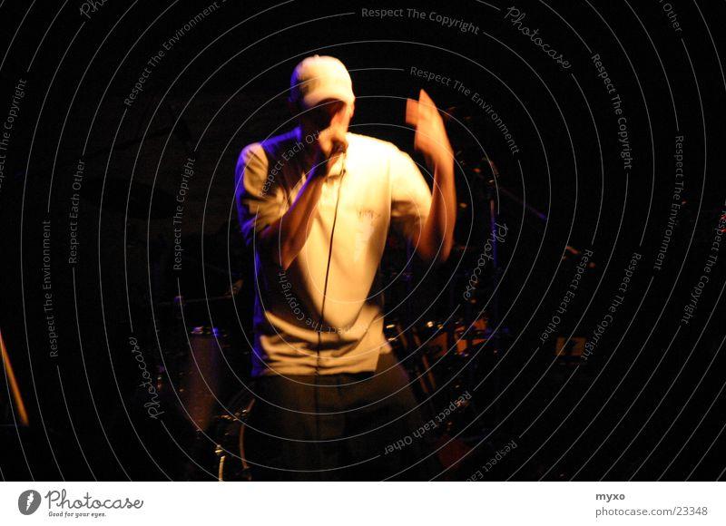 HipHop Mann Musik Club Konzert live Hiphop Sänger Rapper Baseballmütze