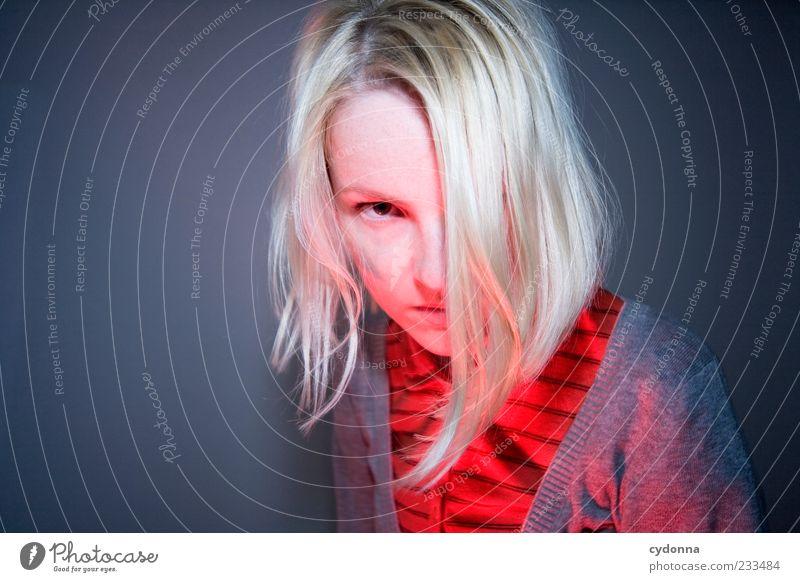 Dezente Wut Mensch Jugendliche schön rot Gesicht Erwachsene Leben Wärme Haare & Frisuren Stil Stimmung blond Lifestyle Wandel & Veränderung 18-30 Jahre bedrohlich