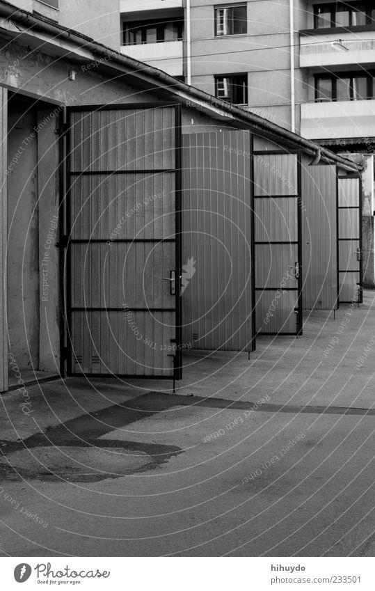 tag der offenen tür Stadt Haus Autofenster Gebäude Tür trist offen ästhetisch Platz Beton Balkon Hütte