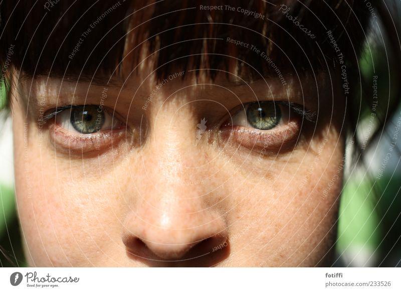 as you see... Mensch Jugendliche grün Gesicht Erwachsene Auge feminin Haare & Frisuren Haut natürlich Nase 18-30 Jahre beobachten Junge Frau Mut Wachsamkeit