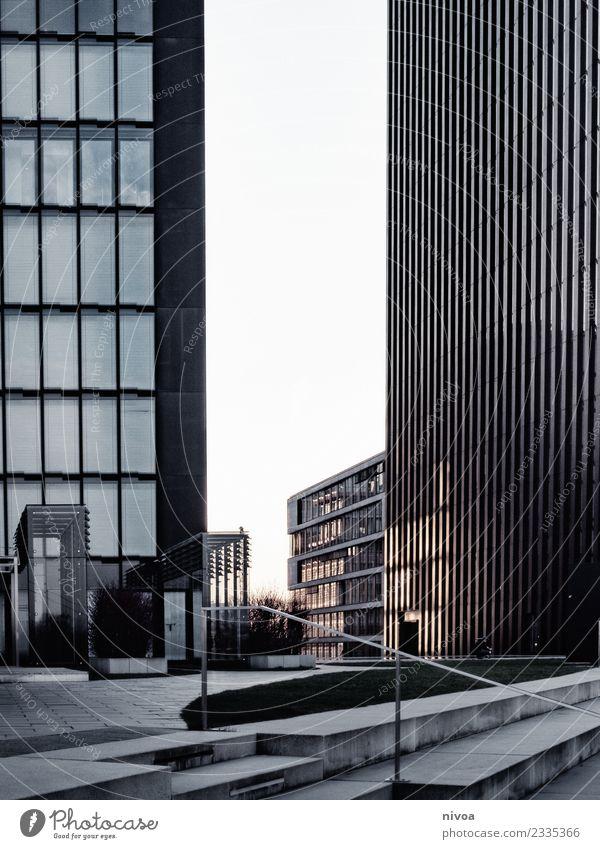 Blick durch zwei Hochhäuser am Düsseldorfer Medienhafen Ferien & Urlaub & Reisen Beruf Medienbranche Architektur Neue Medien Himmel Winter Klima Klimawandel