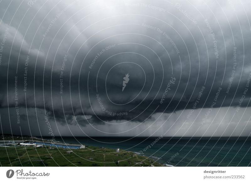 Das Auge Urelemente Luft Wasser Himmel Wolken Gewitterwolken Klima Klimawandel Wetter schlechtes Wetter Unwetter Wind Sturm Regen Küste Nordsee Meer bedrohlich