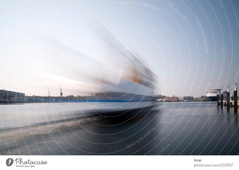 Time is running out Himmel blau Wasser Wasserfahrzeug Hafen Schifffahrt Perspektive Wasseroberfläche Wolkenloser Himmel Blauer Himmel Jacht Fähre Kiel Hafenstadt Bootsfahrt Motorboot