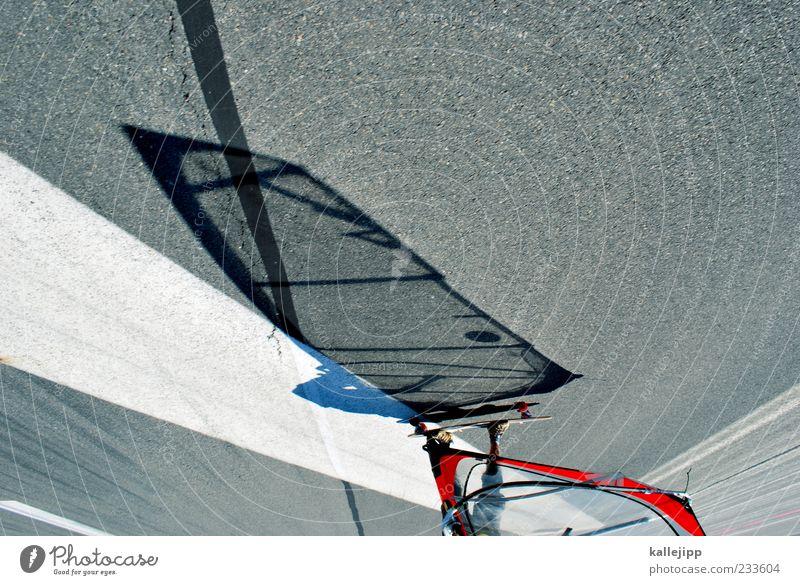 urban surfers Lifestyle Stil Freizeit & Hobby Sport Sportler 1 Mensch Bewegung Surfen Windsurfing Asphalt Longboard fahren Landebahn Flughafen Segel rollen