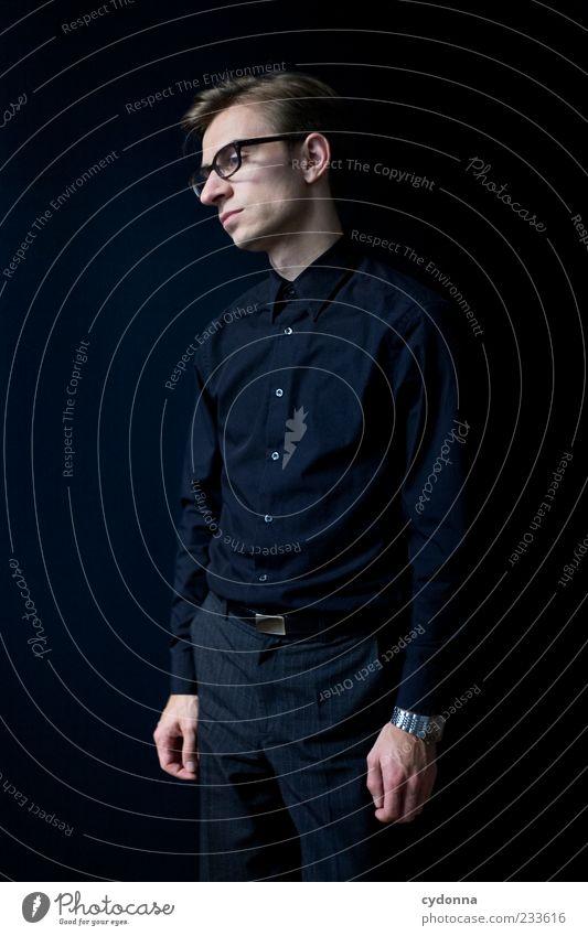 Standby Lifestyle elegant Stil Erholung ruhig Karriere Mensch Junger Mann Jugendliche 18-30 Jahre Erwachsene Hemd Brille Beratung Einsamkeit Gefühle Idee