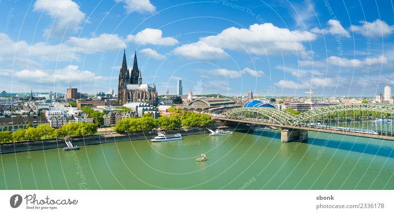 Köln Sommerpanorama Ferien & Urlaub & Reisen Deutschland Sehenswürdigkeit Skyline Wahrzeichen Panorama (Bildformat) Denkmal Dom Großstadt Rhein Kölner Dom