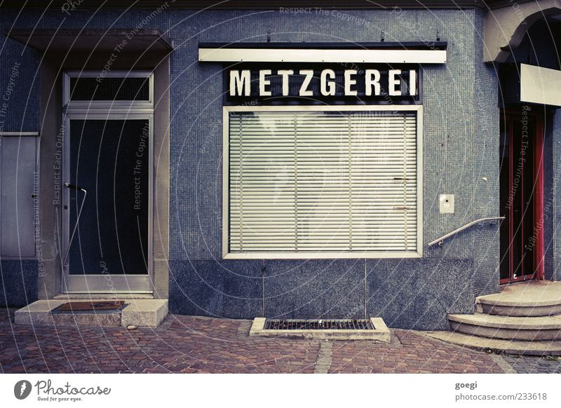 darf's sonst noch was sein? Haus Fenster Lebensmittel Gebäude Tür geschlossen Schilder & Markierungen Treppe Schriftzeichen Ecke Dorf Ladengeschäft Eingang