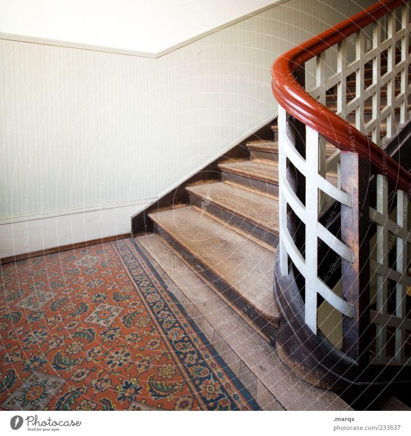Auf Wohnung Innenarchitektur Treppe Treppenhaus Treppengeländer Altbau Holz alt Nostalgie Perspektive aufsteigen Gedeckte Farben Innenaufnahme Menschenleer