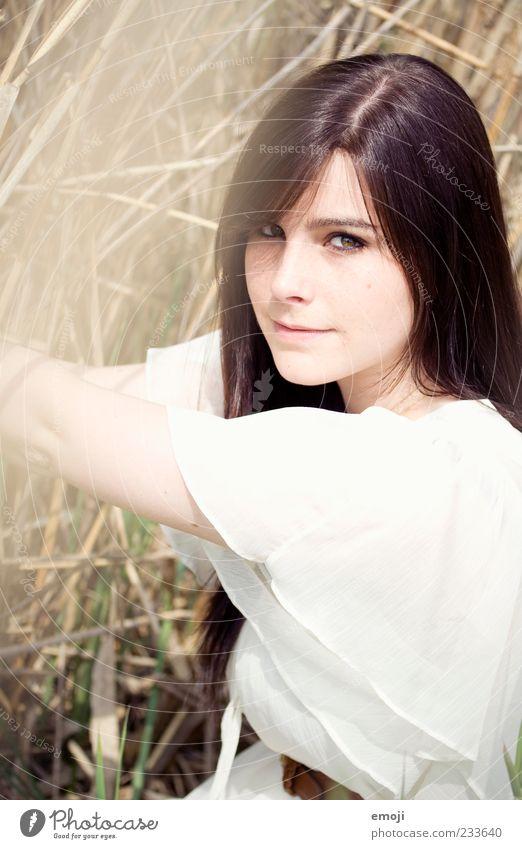 Who is? feminin Junge Frau Jugendliche 1 Mensch 18-30 Jahre Erwachsene Hemd langhaarig schön Lächeln positiv Schilfrohr natürlich Farbfoto Außenaufnahme Tag