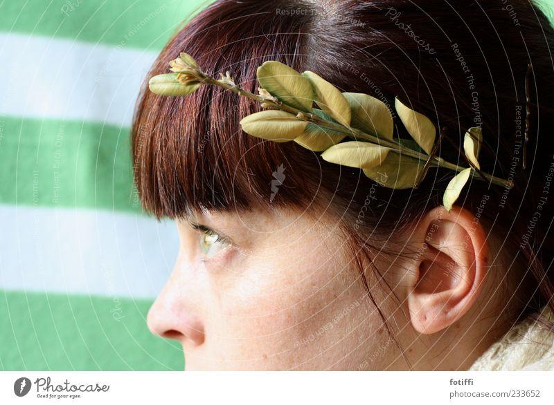 CAESARia Mensch Jugendliche Blatt Gesicht Erwachsene Auge feminin Kopf Haare & Frisuren Haut Nase 18-30 Jahre Ohr Junge Frau trocken brünett