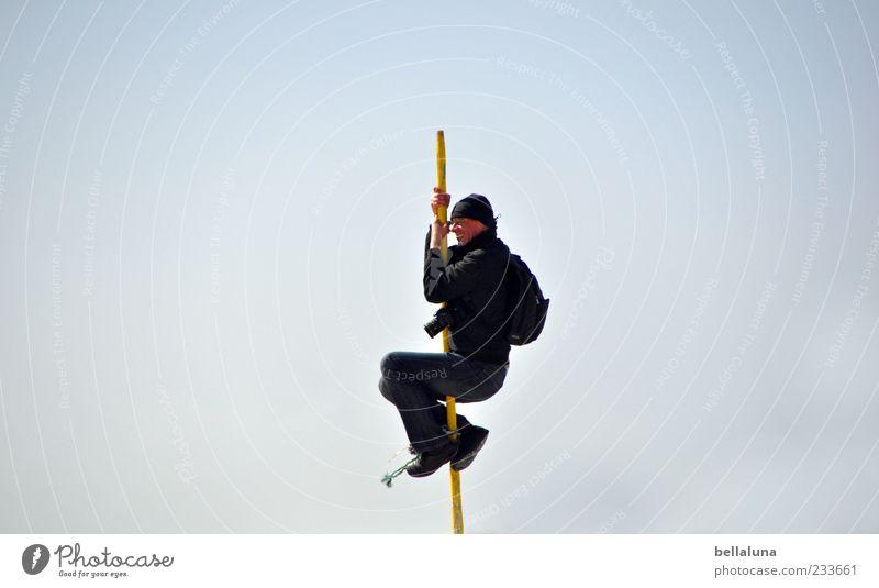 Spiekeroog | King of Pooldance Himmel Mann Freude oben lustig hoch außergewöhnlich ästhetisch Kraft authentisch Ziel Klettern festhalten Schönes Wetter dünn Mut