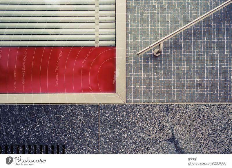 nein danke, das war dann alles. Mauer Wand Fenster Treppengeländer Schaufenster Jalousie Rollladen Mosaik Lüftungsschlitz grau rot Farbfoto Außenaufnahme