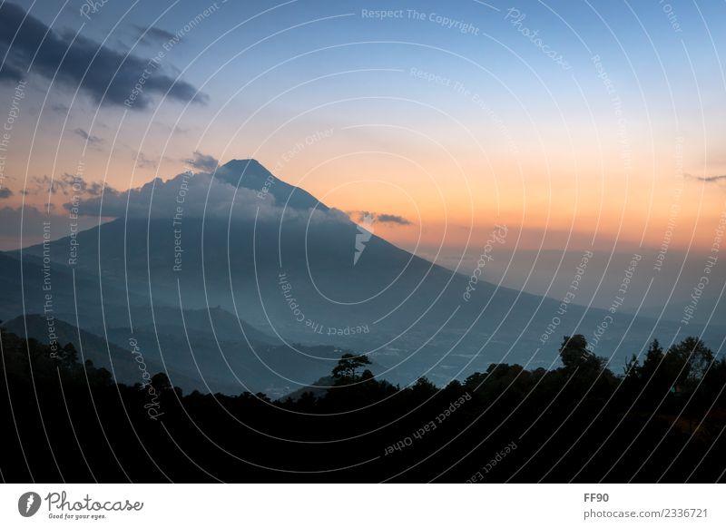 Sonnenuntergang am Vulkan Agua in Guatemala Natur Ferien & Urlaub & Reisen Sommer Landschaft Wolken Ferne Wald Berge u. Gebirge Umwelt Tourismus Freiheit