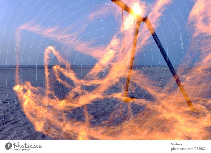Spiekeroog   Traces of fire Feuer Nordsee schaukeln Strand Schaukel Farbfoto Außenaufnahme Menschenleer Dämmerung Langzeitbelichtung Bewegungsunschärfe