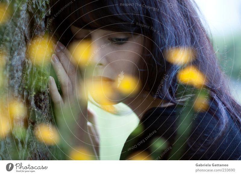 Mensch Natur Hand Gesicht gelb feminin Gefühle Stimmung ruhen
