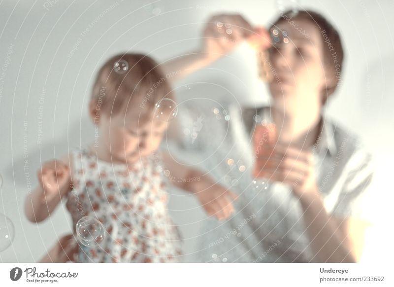 Mensch Kind Mann Jugendliche Mädchen weiß Leben grau hell Erwachsene weich Warmherzigkeit Vater Blase genießen Kleinkind