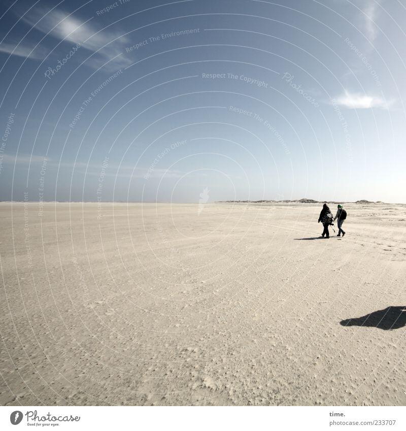 Spiekeroog | Das Ziel ist im Weg Mensch Frau Himmel blau schön Strand Wolken Erwachsene Ferne Erholung Gefühle Sand Küste Freundschaft Horizont Zusammensein