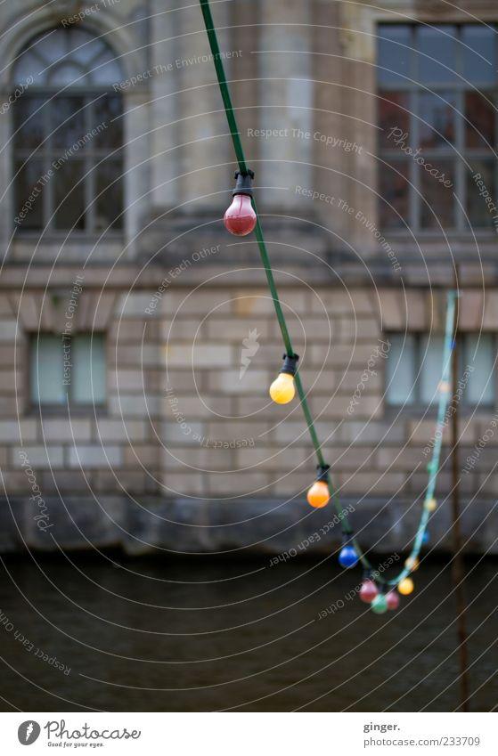 lux urbana (oder Erleuchtung der Stadtregierung) Haus Fenster Wand Architektur Mauer Gebäude Stil Autofenster Beleuchtung Fassade leuchten Kabel Fluss Bauwerk