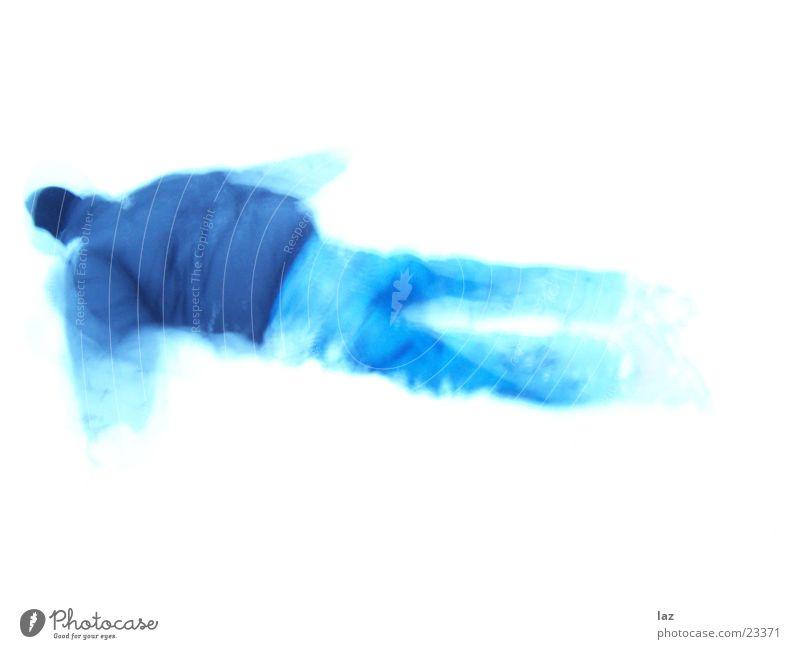 Blueman Langzeitbelichtung Winter weiß azurblau Mann Schnee Bewegung