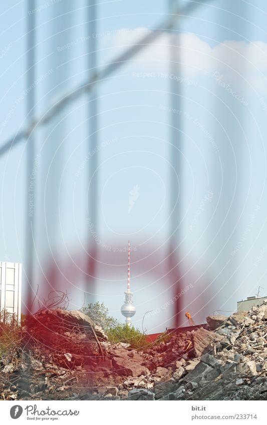 eingegoogelt blau Ferne verrückt Kreis Baustelle Turm Kultur Bauwerk Zeichen Mitte Aussicht Kugel Zaun Wahrzeichen Barriere Berlin-Mitte