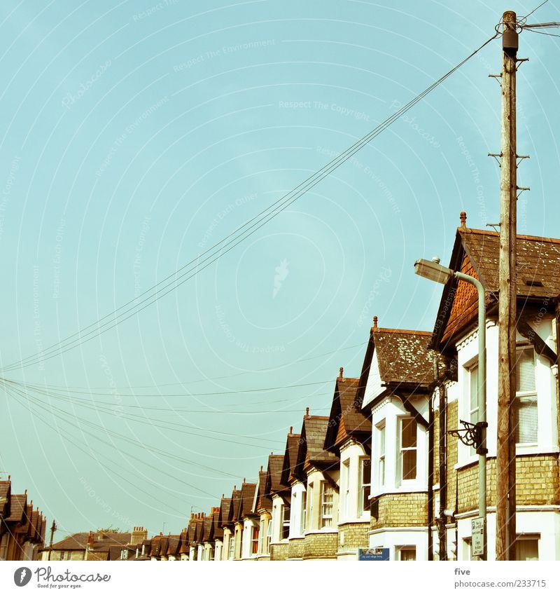 Cowley Rd Himmel Haus Ferne Straße Fenster Wand Mauer Wohnung Fassade Häusliches Leben Dach Schönes Wetter Straßenbeleuchtung Strommast England Wolkenloser Himmel
