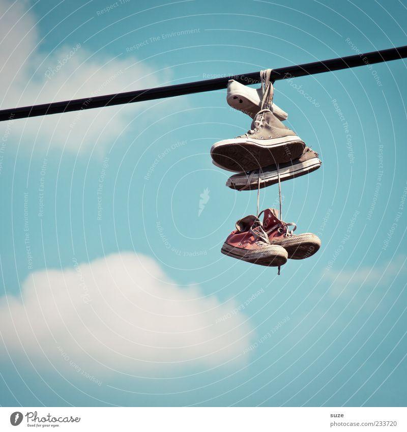 Luke & Anakin Skywalker Seil Himmel Wolken Schönes Wetter Schuhe Turnschuh hängen alt Freundlichkeit trendy lustig schön blau Freude Freundschaft Problemlösung